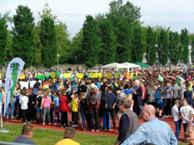 Menschengruppe beim Integrationssportfest