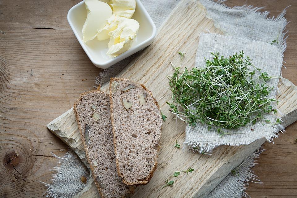 Kresse auf Brot